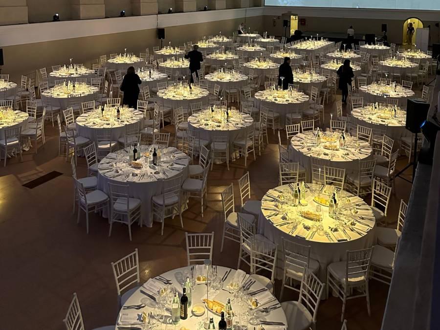 Noleggio arredi luminosi per eventi audio video e luci for Noleggio arredi per eventi milano