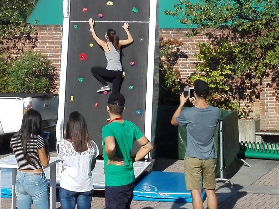 Parete Scalata Bambini : Noleggio parete arrampicata sportiva giochi per eventi